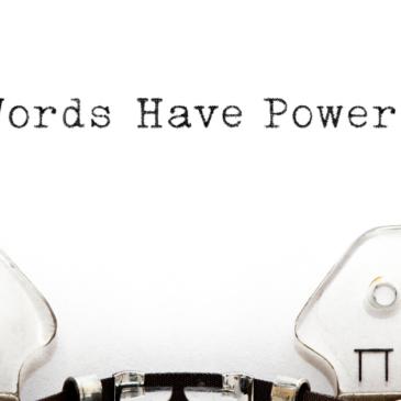 macchina da scrivere con scritta Words Have Power
