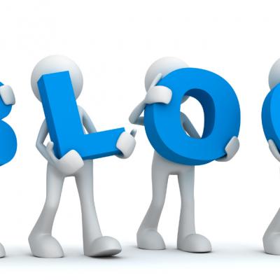 pupazzetti che portano in braccio le lettere che formano la parola blog